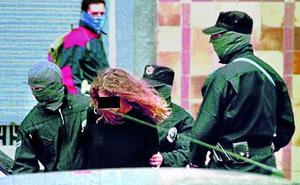 El Gobierno traslada a Euskadi a dos presos que han roto con ETA y pedido perdón a las víctimas