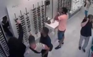 La Manada va a «abonar las gafas a la óptica» en la que robaron en San Sebastián