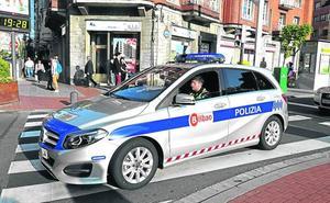 El PP pide a Aburto que devuelva los 'Mercedes' en los que no caben los policías