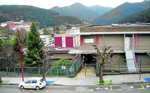 La empresa Serrazar se encarga de la mejora de los baños de los colegios