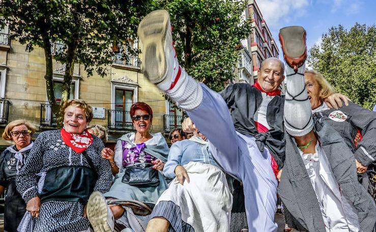 Los veteranos toman las calles de Vitoria
