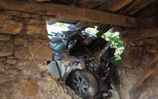 Tres heridos tras empotrar su coche contra una ermita en Sopela
