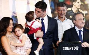 La exnovia de Courtois 'olvida' su infidelidad y acude al acto de presentación del futbolista
