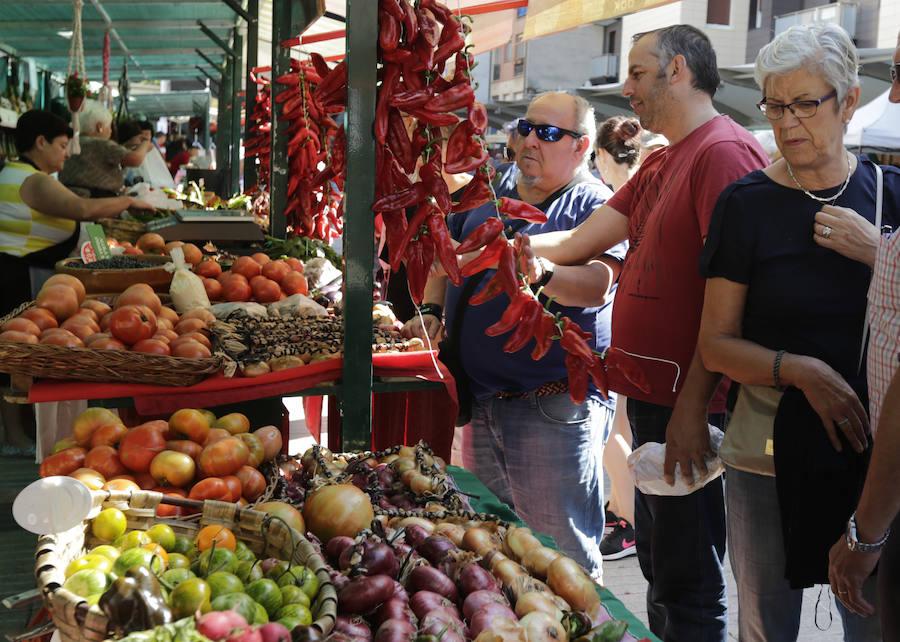 El mercado de San Lorenzo reúne cerca de 10.000 visitantes en Algorta