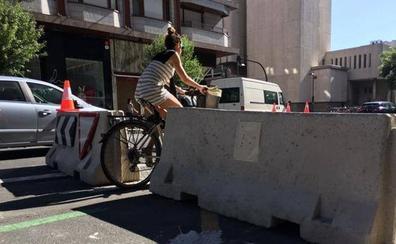 Un autobús queda atrapado entre los bloques 'antiyihadistas' en Vitoria