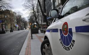 Detenidos dos atracadores de 52 y 53 años tras asaltar un banco en Gallarta con armas falsas