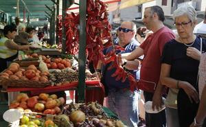 El mercado de San Lorenzo en Algorta atrae cerca de 10.000 personas