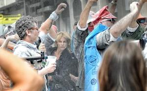 Vitoria revive el 'día del guarro' por el rodaje de 'El silencio de la ciudad blanca'