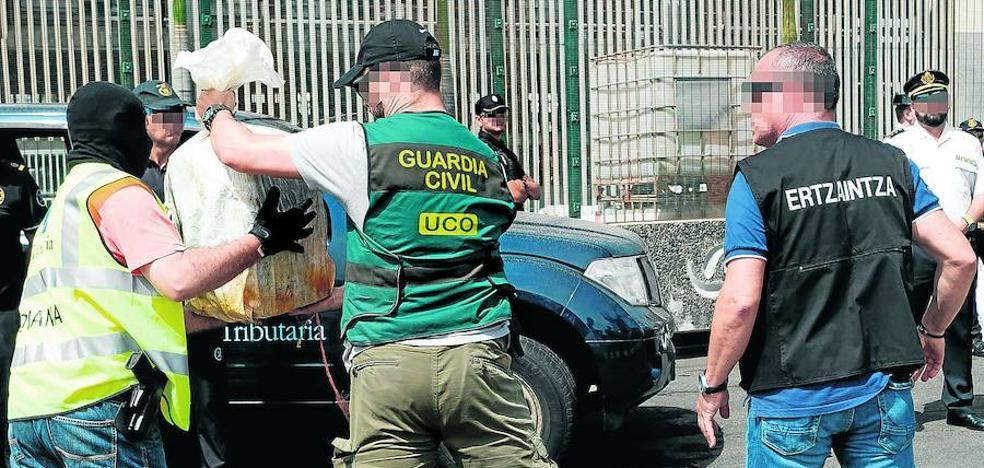 La Ertzaintza cree que la droga del 'Titán III' iba destinada a Galicia y Euskadi