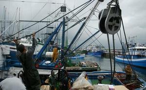 Fallece un arrantzale de Hondarribia por una caída cuando descargaba pescado en el puerto