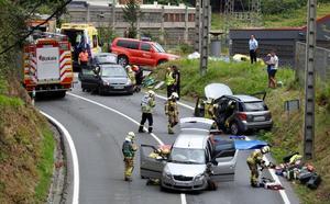 Cuatro heridos en un choque entre tres coches en Erandio