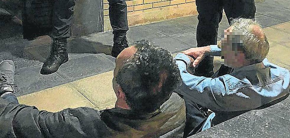 Identifican a dos sospechosos en Ollerías cuando colocaban marcadores para robar en pisos