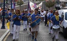 La bajada de las cuadrillas inaugura las fiestas de San Roque, en Portugalete