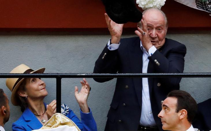 Juan Carlos I disfruta de los toros en San Sebastián