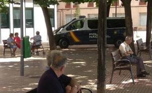 Detenidos tres jóvenes en Logroño por rociar con nata a un anciano para difundirlo en las redes
