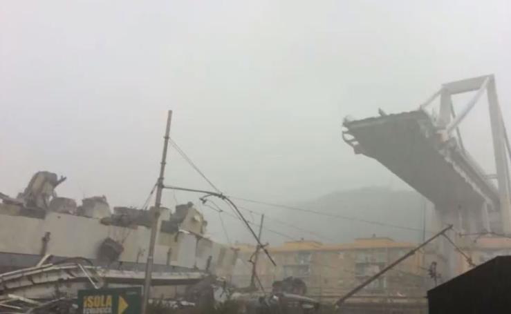 Las imágenes del desplome del puente en Génova
