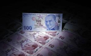 La lira turca recupera parte del terreno perdido en su desplome