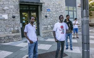Mugak itxita eta gainezka: 500 migratzaile artatu ditu Gurutze Gorriak bi hilabetean Euskadin