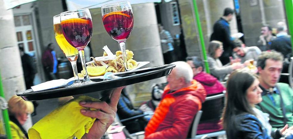 Los hosteleros afrontan el verano más difícil en la costa al no encontrar camareros y cocineros