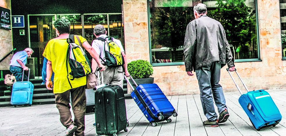 Los hoteles de Vitoria repiten la alta ocupación en un agosto marcado por las reservas tardías