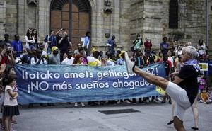 Los 150 migrantes atendidos por vecinos de Bilbao la Vieja se mudan a Santutxu
