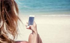 Más de la mitad de los españoles responde emails y llamadas de trabajo en vacaciones