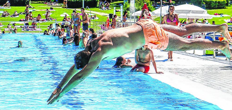 Un verano con menos chapuzones en las piscinas de Vitoria