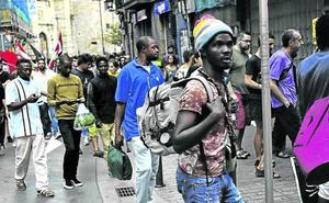 Venezolanos y colombianos disparan las peticiones de asilo en Bizkaia este año