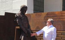 Una escultura recuerda a Iván Fandiño en la plaza de toros de Bilbao