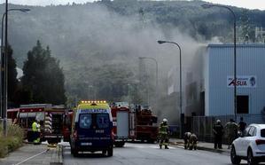 Una avería en una maquinaria, posible causa del incendio en un almacén de neumáticos de Derio
