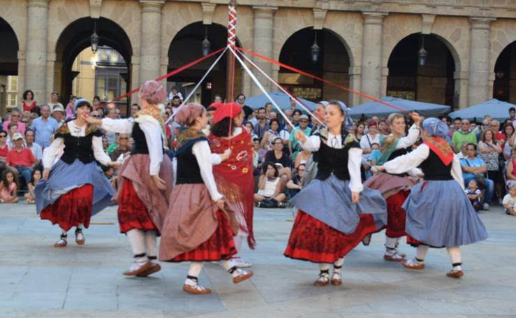 Danzas vascas con el grupo Gaztedi de Santutxu