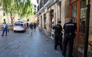 Detenidos dos jóvenes en Bilbao por robar un móvil tras golpear a su dueño con una botella