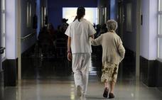 La falta de personal de enfermería provoca «el caos» en las residencias vizcaínas