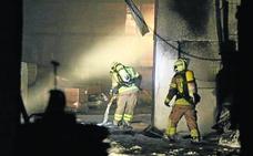 Un incendio calcina el segundo piso de la fábrica de Panadería Lemona