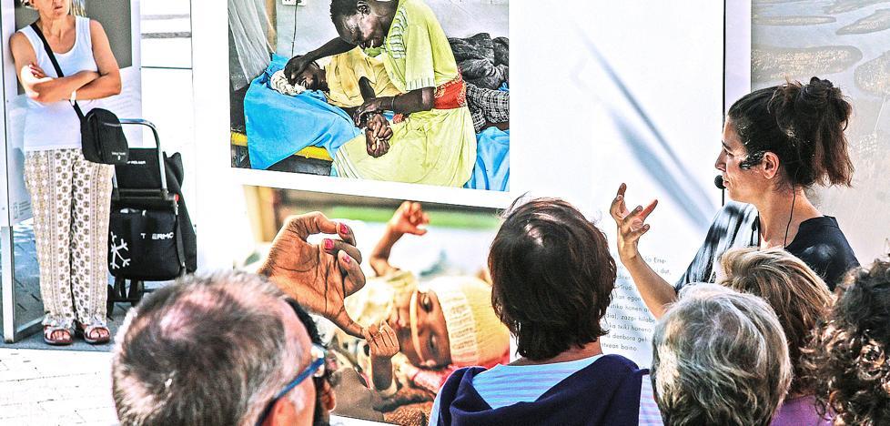 La fotoperiodista Anna Surinyach pone la luz sobre las protagonistas en 'Periodismo a pie de calle'