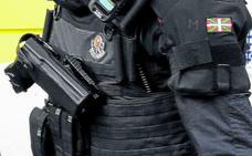 La Policía de Bilbao descarta usar las pistolas eléctricas compradas a prueba