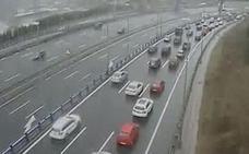 Un conductor herido tras salirse su coche de la calzada en el puente de La Arena
