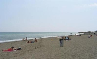 Muere un vecino de Vitoria, de 82 años, en una playa de Fuengirola