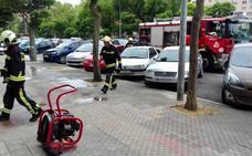 Una mujer y su bebé, atendidos por inhalar humo al incendiarse un ascensor en Vitoria