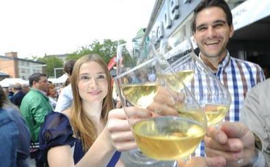 Zuria eta kitto (Vitoria): barra libre para los vinos blancos