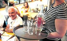 Hosteleros de Bilbao se suman a la moda de servir jarras de agua del grifo gratuitas