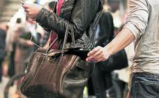 Los ladrones de móviles arrinconan a los carteristas en Bizkaia