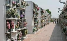 Profanan varias tumbas de madrugada en un cementerio de Sevilla