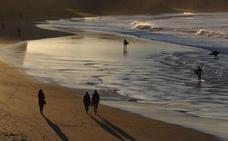 La Ertzaintza investiga la violación de una mujer hallada semiinconsiciente en la playa de La Zurriola