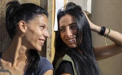 Carmen y Lola, gitanas y lesbianas