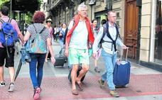 Los congresos, las citas internacionales y el turismo llenan los hoteles de mayo a octubre
