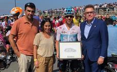 Castroviejo recibe el reconocimiento de Getxo por su difusión del municipio y el deporte