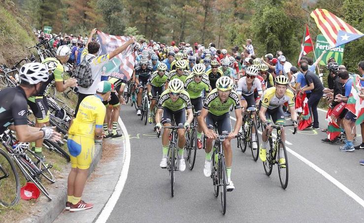 Las mejores fotos de la etapa de la Vuelta entre Getxo y Oiz