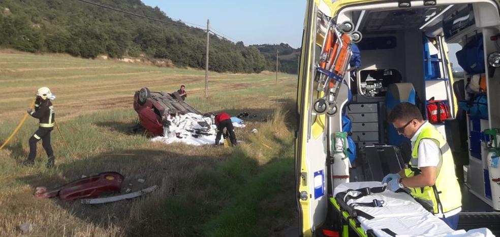 Herido un conductor en Lantarón tras salirse de la calzada el turismo que conducía y quedar atrapado