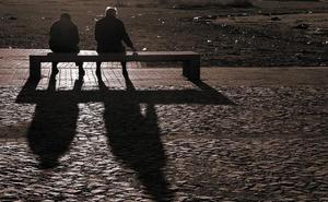 Detenida una mujer por estafar más de 90.000 euros al anciano con alzhéimer al que cuidaba